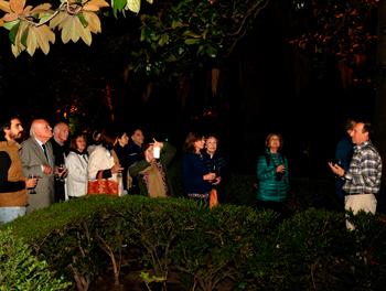 Visita nocturna a los jardines del Museo Larreta