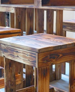 Palettenmöbel Sitzgruppe – Paletten Tisch & Hocker 4