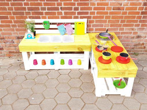 Matschküche-Kinderküche-aus-Paletten-Holz-MMP-Gelb