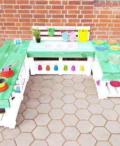 Matschküche-Kinderküche-aus-Paletten-Holz-XLMP-bunt-mintgrün