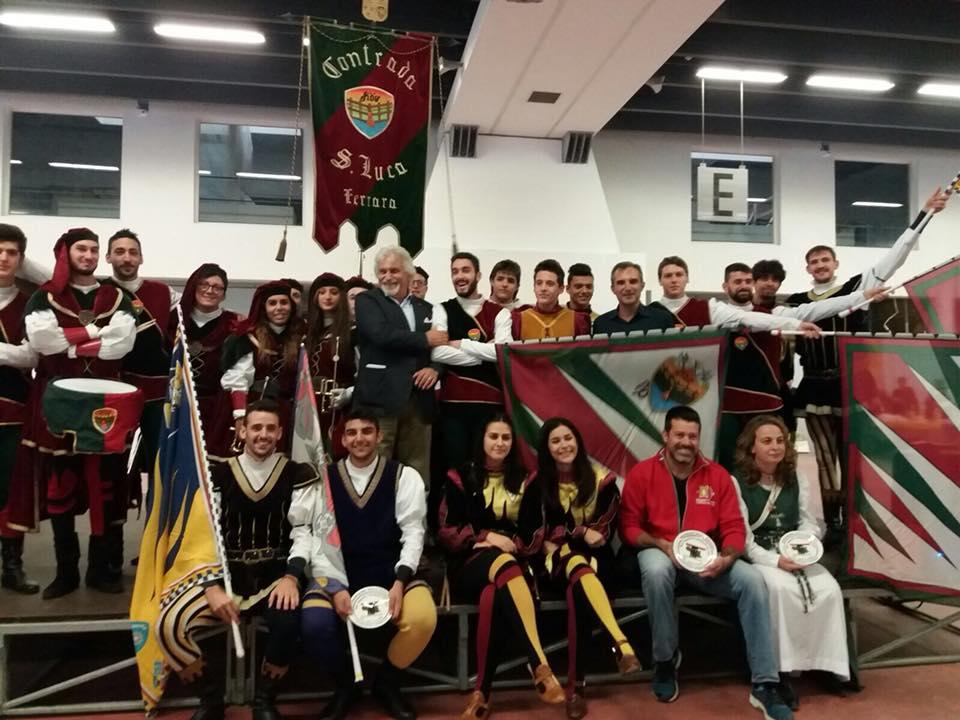 sbandieratori e musici faentini alla fiera Usi&Costumi di Ferrara