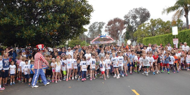 After the 5/10K race is underway, kids (10 and under line) line up for a half-mile race through the Huntington Palisades neighborhood. Photo: Shelby Pascoe