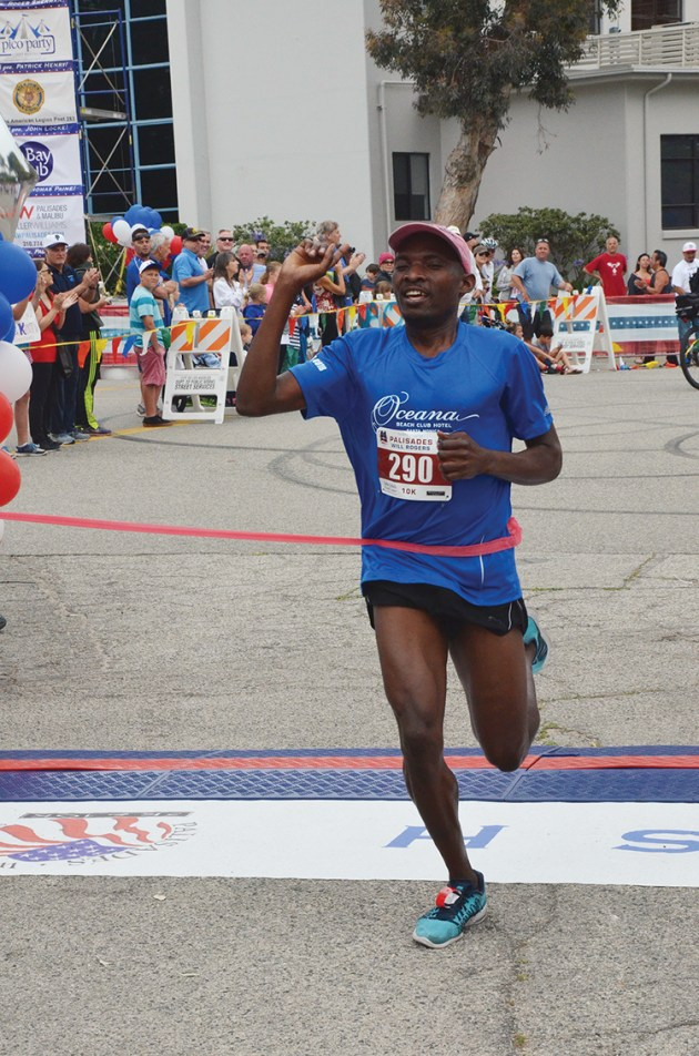 In 2015, Tonny Okello won the 10K (32.56) for the second year in a row. Photo: Shelby Pascoe