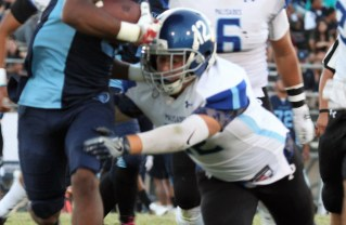PaliHi Middle linebacker Noah Karp makes the tackle.  Photo: Drew Vaupen