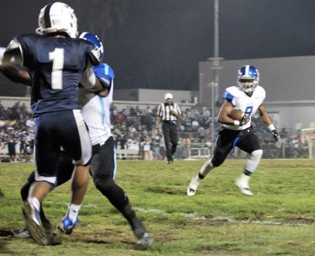 Senior Marrio Lofton takes the ball around the line to score. Photo: Drew Vaupen