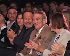 Left to right: Rick Caruso, Janice Crystal,, Billy Crystal ,Arnie Wishnick, Jackie Maduff (Arnie's wife). Photo: Pacific Palisades Chamber of Commerce.
