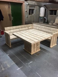 Pallet Corner Couch with Table | Pallet Furniture Projects.