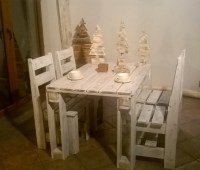 Recycled Wooden Pallet Table with Chairs | Pallet ...