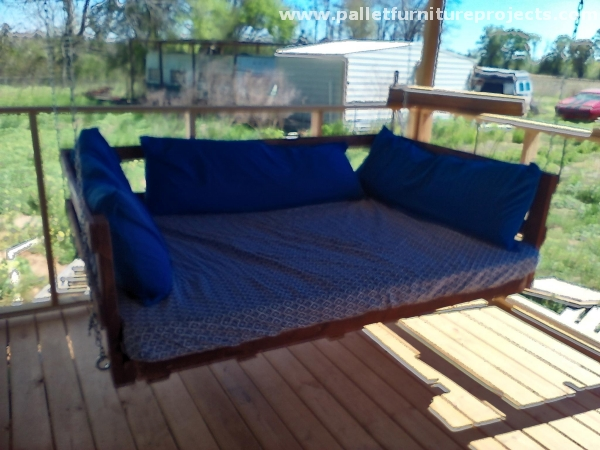 Hanging Bed Swing out of Pallets  Pallet Furniture Projects