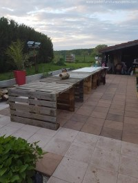 Pallet Made Patio Dinning Tables | Pallet Furniture Projects.