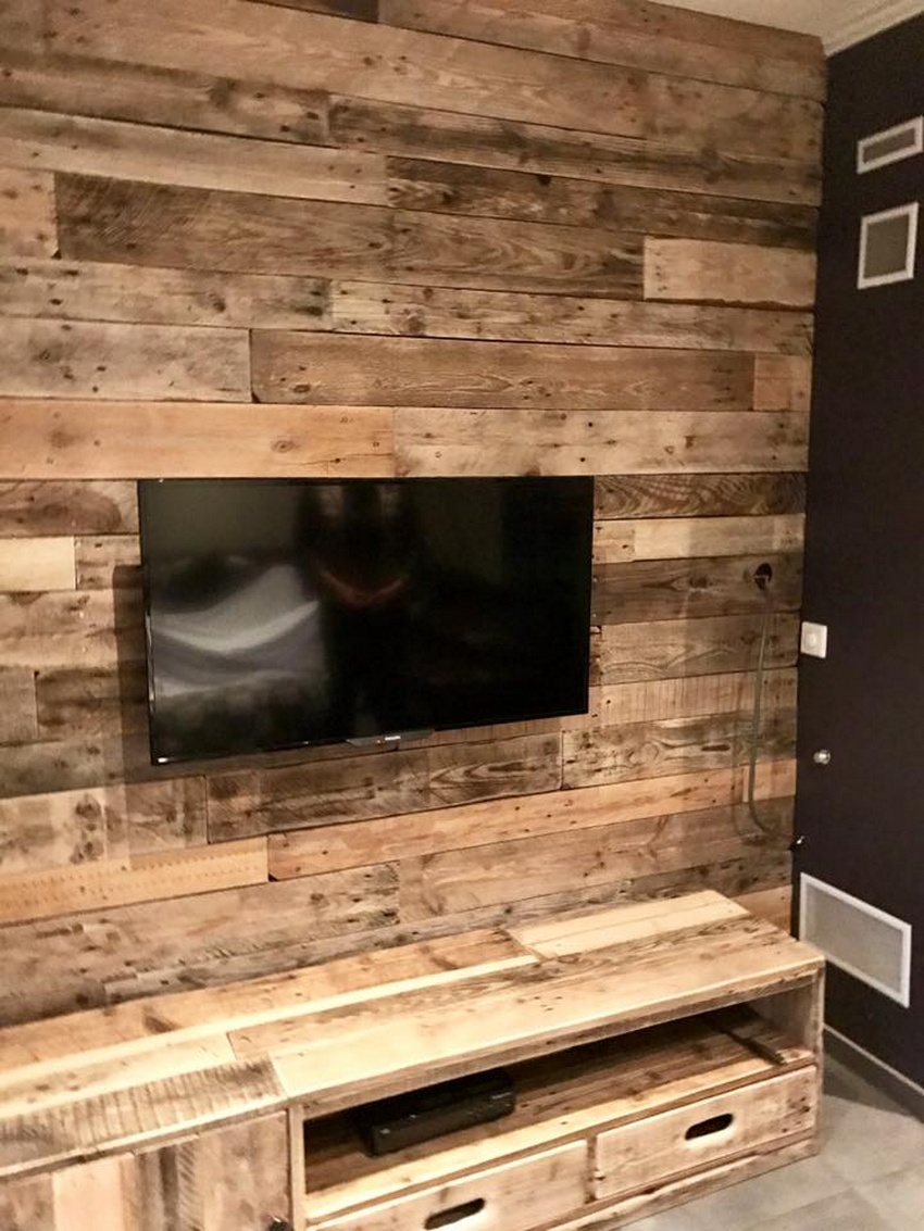 Repurposed Wood Pallet Wall Cladding for TV