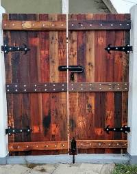 Repurposed Wooden Pallets Made Gate | Pallet Ideas