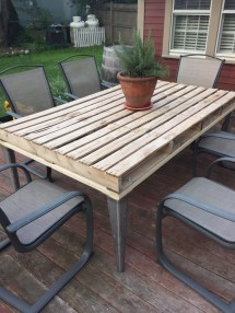 Outdoor Pallet Patio Table