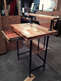 Reclaimed Wood Pallet Desk | Pallet Ideas: Recycled ...