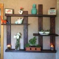 Pallet Shelves with Wall Decor | Pallet Wood Projects