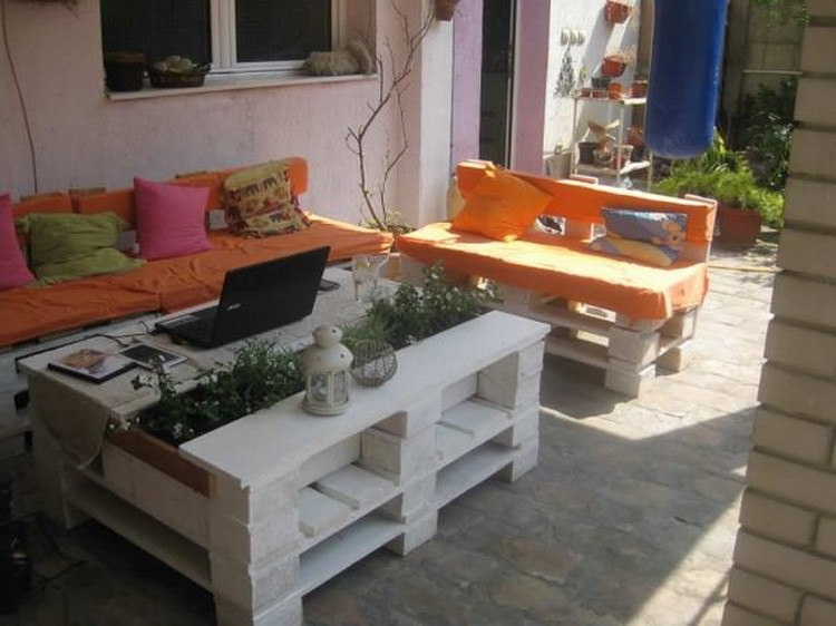 white outside chairs gentle chair yoga exercises for seniors 11 amazing recycled pallet tables with planters | wood projects