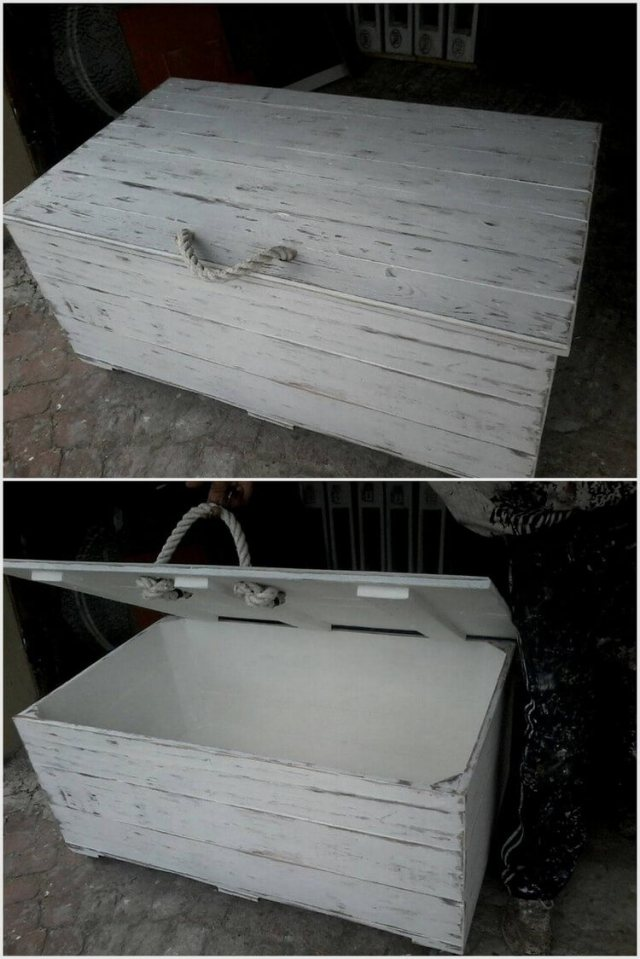 Old Wood Pallet Chest