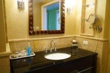 Larger 2 Bedroom Luxury Suite 1 King