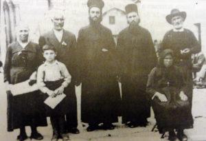 9-sf-cuv-ioan-iacob-de-la-neamt-hozevitul-1960-10-la-ierusalim-in-fata-sf-mormant-in-anul-1937