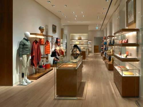 Lo store di Hermès in via Montenapoleone a Milano
