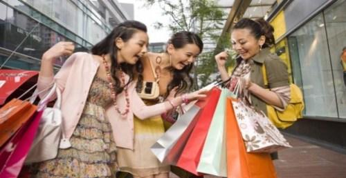 I cinesi preferiscono fare shopping all'estero