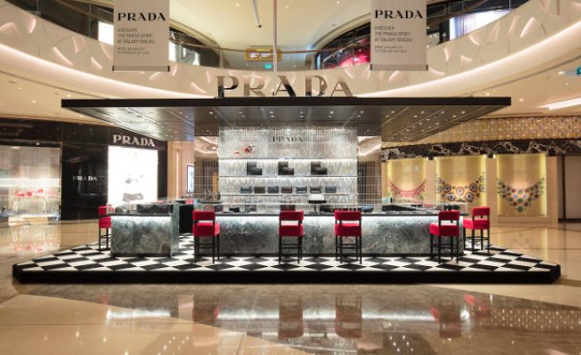 Prada vende gli accessori come al bar