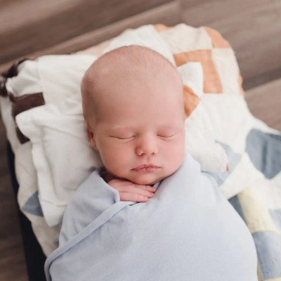 Newborn Pictures KY | Meet Layton