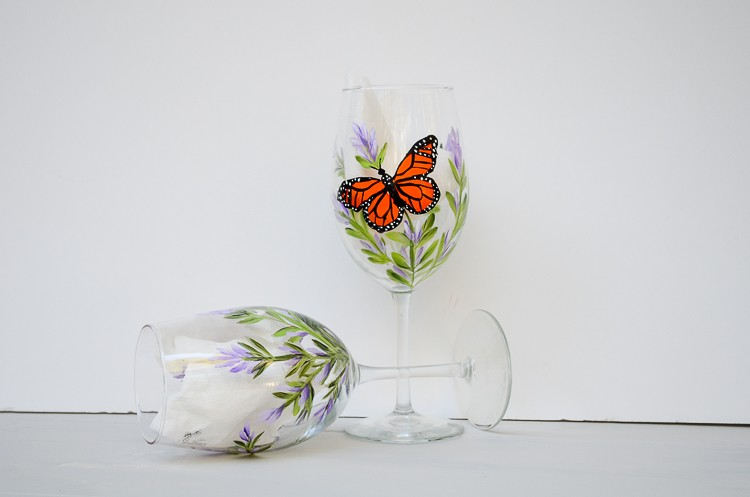 butterflies painted on wine glass, gifts ideas to paint
