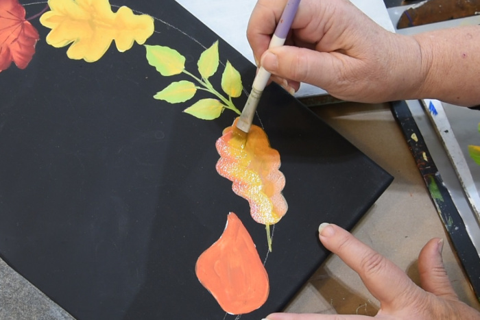 Paint smaller oak leaves