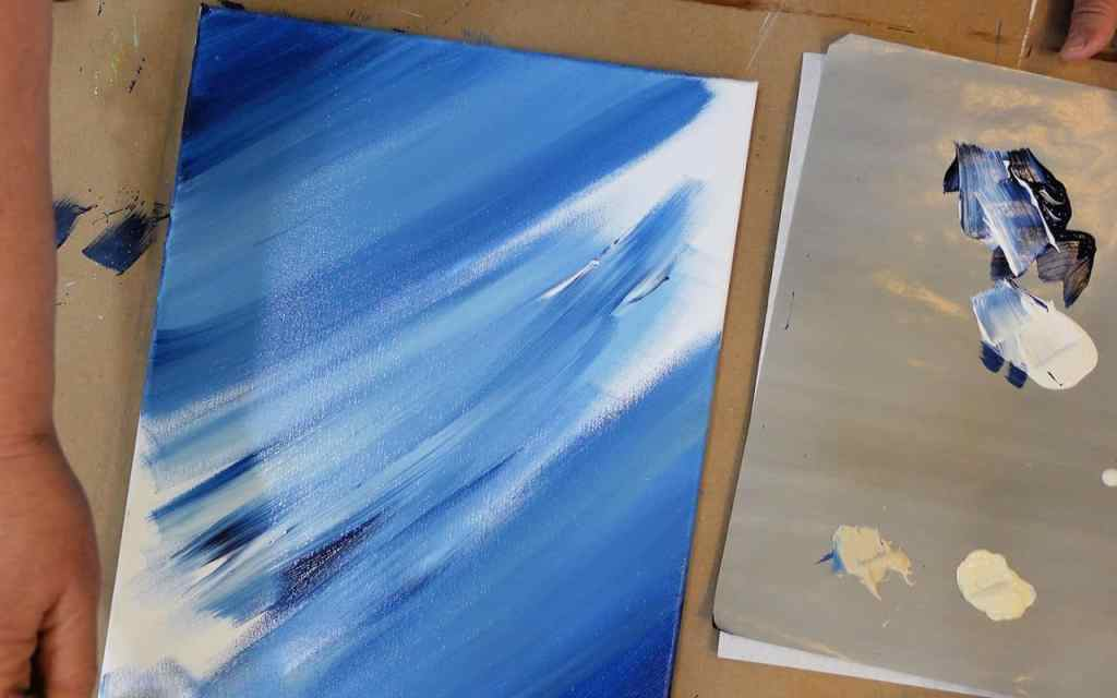 prussian blue and white mixed as painting towards center