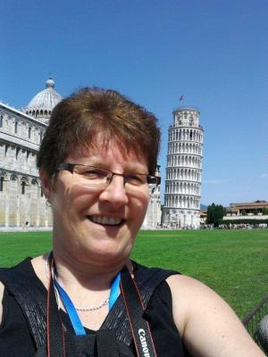 Yes...the Leaning Tower of Pisa is behind me!
