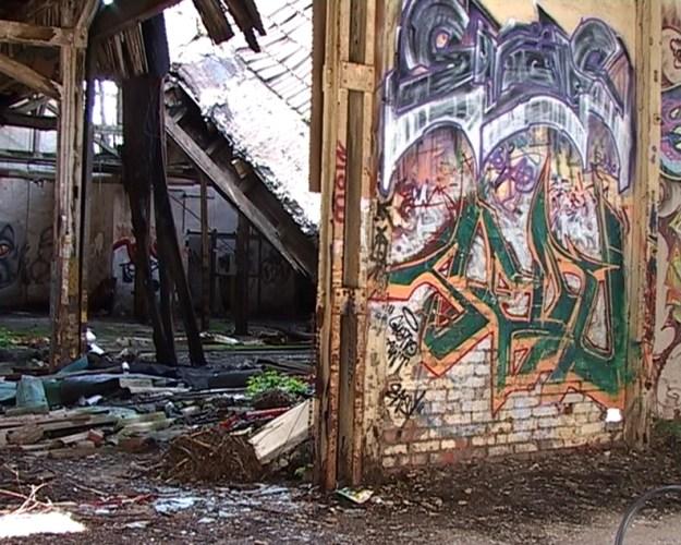 Toph und Sohne, video still Pam Skelton, 2004