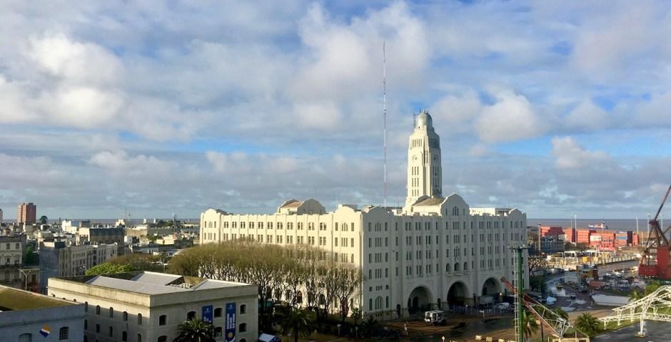 Montevideo - Hauptstadt Uruguays - Zollgebäude im Hafen