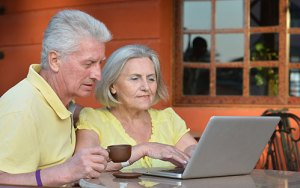 mature-couple-computer-500x313