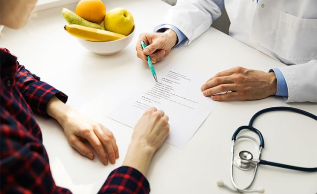 Registered dietitian helps pancreatic cancer patient with which foods to eat and which to avoid