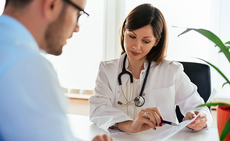 Doctor discusses stage 4 pancreatic cancer diagnosis with patient
