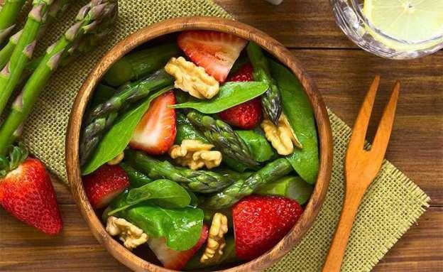 Asparagus strawberry spinach salad