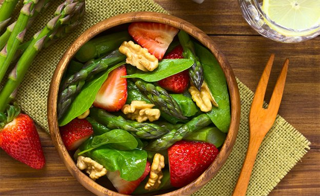 Asparagus strawberry spinach salad