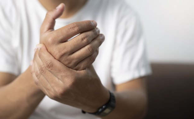 Pancreatic cancer patient feels burning in his hands due to neuropathy, a chemo side effect