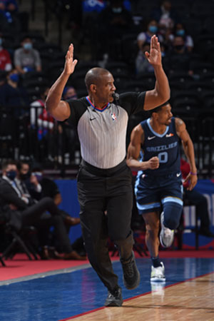 Tony Brown officiating an NBA game prior to his diagnosis of pancreatic cancer