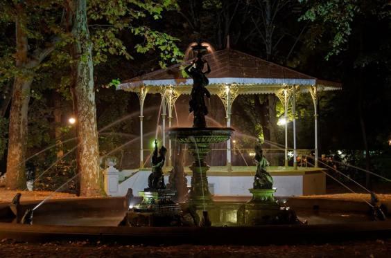 05-Fontana-i-muzicki-paviljon-Gradski-park-u-Vrscu