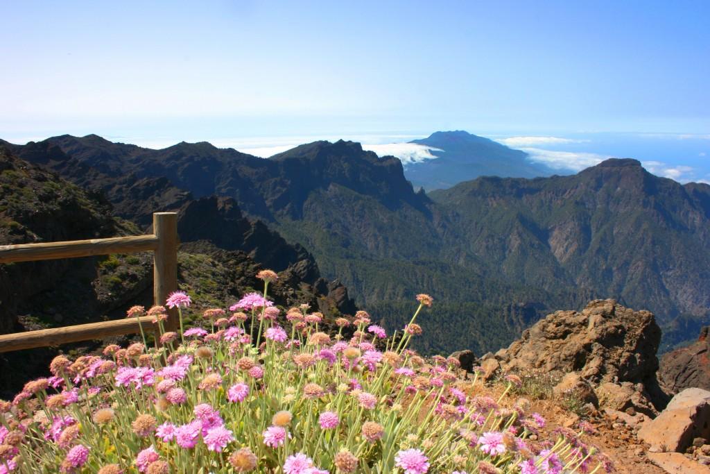 La Caldera de Taburiente, le plus grand cratère volcanique du monde. Un abîme de 27 km de circonférence.