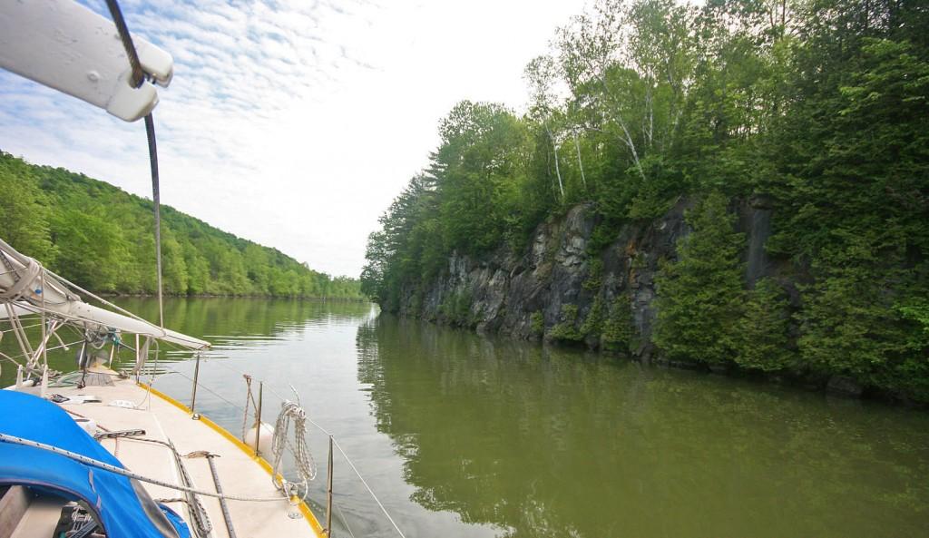 Les rives sont de plus en plus boisées... frustration que mon père ait manqué ça