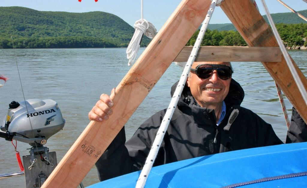 Le beau temps arrive, nous partons enfin, clearance en poche pour quitter les states, malgré le visa yéménite sur le passeport de mon père, étrangement peu apprécié des douaniers ricains... Objectif : remonter les 500 km de l'Hudson, jusqu'au lac Champlain.