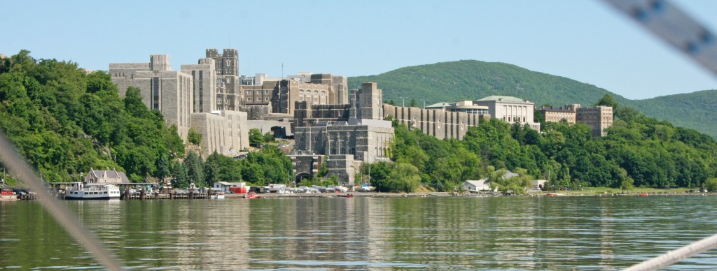 L'Académie militaire de West Point, la plus grande des US, domine la rive droite