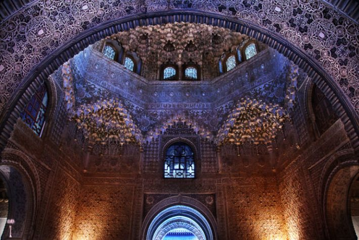 Top 10 Arabic Architecture-Alhambra-Photo by Romain Matteï