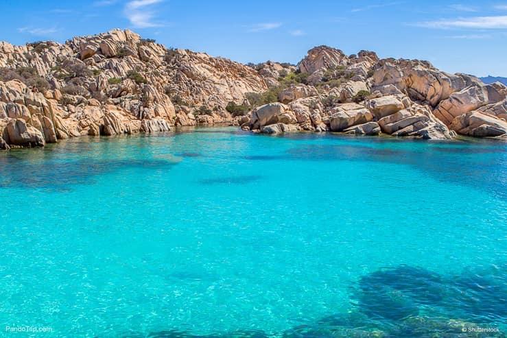 Cala، Coticcio، دفع مركب إلى البحر، عن، Caprera، أرض يحيط بها الماء، أرخبيل maddalena، ساردينيا، Italy