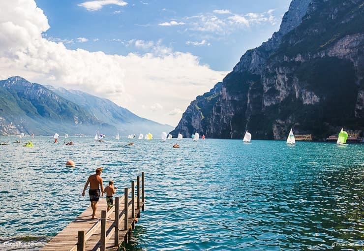 بحيرة غاردا أو لاغو دي غاردا في إيطاليا