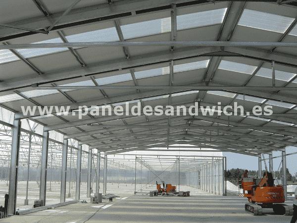 Ahorre electricidad con las placas de policarbonato de PANEL SANDWICH GROUP