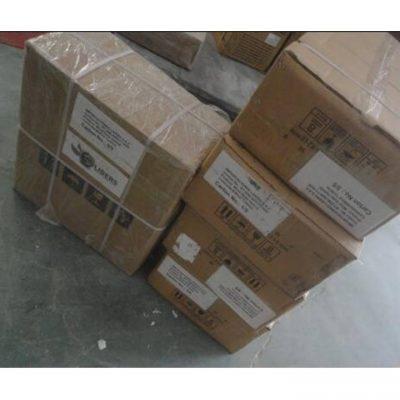 aerogenerador y accesorios en cajas